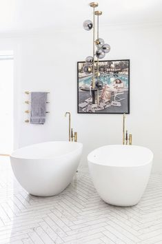 Beautiful bathroom with twin bathtubs. Marble floors and brass details. Bathroom Taps, Marble Floor, Bathroom Interior Design, Beautiful Bathrooms, Shower Heads, Bathroom Inspiration, Double Vanity, Modern Furniture, Home Decor
