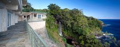 Striking Water Falling Estate in Hawaii Hits the Auction