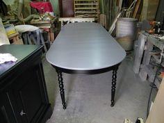 Des meubles de style Louis-Philippe en merisier. Voici l'enfilade Ainsi que la table et les chaises que l'on aperçoit au fond... Nos clients désirent les garder, car ils ne trouvent pas dans le commerce mieux que leurs meubles, mais la finition est bien...
