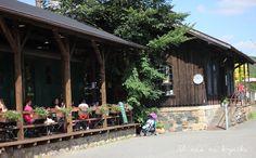 U nás na kopečku: zastávka Nižbor Cabin, House Styles, Cabins, Cottage, Wooden Houses