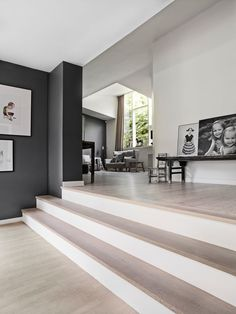 Funkis i nye former Garage To Living Space, Stairs In Living Room, Sunken Living Room, House Stairs, Beautiful Living Rooms, Living Room Modern, Home And Living, Living Spaces, Ethnic Home Decor
