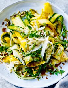 The ideal spring lunch or light dinner: balsamic courgette, pine nuts and Parmesan salad. Step-by-step method for making Balsamic courgette, pine nuts and Parmesan salad yourself. Healthy Dinner Recipes, Vegetarian Recipes, Cooking Recipes, Cooking Tips, Spring Recipes, Spring Meals, Spring Dinner Ideas, Spring Food, Spring Salad