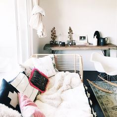 sfgirlbybay:  unpacking. and it's beginning to feel like home. #sfgirlinla  (at Echo Park, Los Angeles)