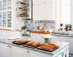 UNA COCINA BLANCA Y AZUL / WHITE AND BLUE KITCHEN   desde my ventana   blog de decoración  