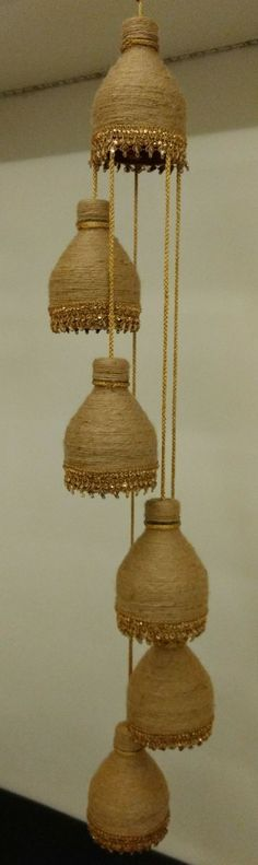 We have talked in the past about DIY decorations and rope crafts. So today we have some new unique DIY ideas with rope decoration. Reuse Plastic Bottles, Plastic Bottle Crafts, Diy Bottle, Jute Crafts, Diy Home Crafts, Art N Craft, Diy Art, Diy Para A Casa, Diy Lampe