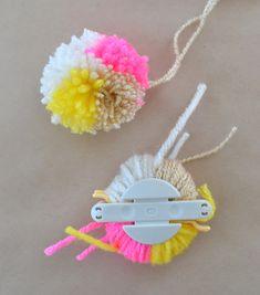 Crochet christmas tree bunting pom pom garland 41 Ideas for 2019 Pom Pom Crafts, Yarn Crafts, Diy Crafts, Diy Yarn Earrings, Clover Pom Pom Maker, Yarn Dolls, Pom Pom Wreath, Crochet Christmas Trees, Granny Square Crochet Pattern