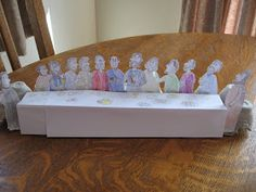 The older girls (ages 11 and and I were inspired by a craft over at Catholic Icing , to put together an egg carton Last Supper display . Catholic Crafts, Catholic Kids, Kids Church, Church Ideas, Easter Jesus Crafts, Easter Crafts For Kids, Christmas Crafts For Kids, Lords Supper, Last Supper