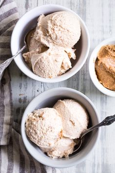 healthy ice cream This no-churn almond butter fudge ice cream has a creamy almond butter coconut milk base and is loaded with chunks of almond butter fudge! It's rich yet made with go Almond Milk Ice Cream, Paleo Ice Cream, Easy Ice Cream Recipe, Dairy Free Ice Cream, Homemade Ice Cream, Ice Cream Recipes, Almond Butter, Coconut Milk, Frozen Desserts