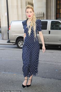 Amber Heard looks chic in a navy polka dot dress after TV appearance Amber Heard Style, Amber Head, Nice Dresses, Casual Dresses, Use E Abuse, Street Style 2018, Night Out Outfit, Looks Chic, Thing 1