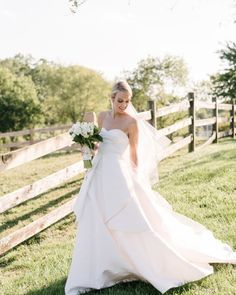 The Bride Wore Oscar de la Renta and Took Everyone's Breath Away! – Style Me Pretty