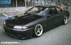 Down Sideways // Tsuda's slammed Nissan Skyline R32.