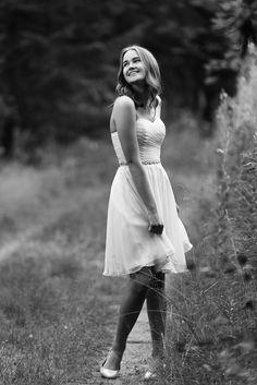 Rippikuvaus. Marilyn Monroe style. Senior photography Klassinen kaunotar Senior Photography, Marilyn Monroe, White Dress, Poses, Confirmation, Photo Ideas, Portraits, Beautiful, Woman