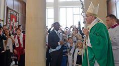 Antes de concluir la Misa en la iglesia de la Inmaculada, en la capital de Azerbaiyán, Kabú, el Papa rezó el ángelus y ofreció unas palabras improvisadas dando razón de por qué ha decidido acudir a este país en el que los católicos son una minoría.