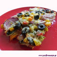 vegetarische Gemüsepizza  vegetarische Gemüsepizza vom Blech lecker selber machen vegetarisch Vegetable Pizza, Vegetables, Food, Sheet Metal, Vegetarian Recipes, Diy, Kuchen, Essen, Vegetable Recipes