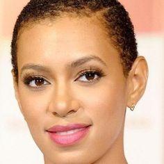 Do you prefer Solange with short or long hair? Vous préférez Solange @saintrecords avec les cheveux longs ou courts? #blackbeautyradar #bbrpost #blackwoman #blackwomen #instadaily #queenriri #beyoncé #queenb #queenbey #twa #queenbeyonce #teambeyonce #naturalhair #afro #afrohaircut #blackbeauty #afrobeauty #TeamNatural #makeupnatural #celeb #teamusa #solangeknowles #jayz #jayzbeyonce
