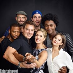 #Arrow EWComicCon David Ramsley(John),Paul Blackthorne(Quentin),Jack Barrowman(Malcolm),Stephen Amell(Oliver),Emily Bett Rickards(Felicity),I don't know who that is & Willa Holland(Thea)