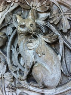 Twitter / beckyfh:   A fennec fox(?) on the gateposts of @NHM_London #Waterhouse #cathedralsofscience #thwb pic.twitter.com/MYG44UE9