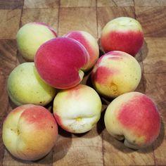 Good morning!!! they are ready!!! #nins #ninsmanresa #home #fruits #ootd #modainfantil #moda #picoftheday #photooftheday #bestoftheday #beautiful #healthy #albaricoque #sweet #sweethome #summertime #summer #tree #productedetemporada #salud #bonavida