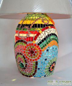מנורת שולחן - מוארת