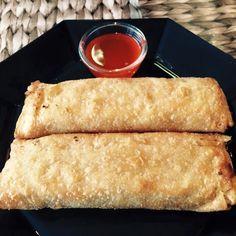 Loempia.s Airfryer  Ham-kip loempia's van de Lidl per 2 stuks uit de vriezer zonder in te oliën ingevroren in een voorgewarmde Airfryer op 200 graden is de bereidingstijd 15 min. Ze zijn knapperig, goudbruin en loei heet van binnen Dutch Recipes, Sweet Recipes, Low Fat Fryer, Philips Air Fryer, Veggie Recipes, Healthy Recipes, Lidl, Air Frying, Air Fryer Recipes