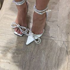 ▶ Wedding shoe game just levelled up 💥 via shoe game just levelled up 💥 via Sock Shoes, Shoes Heels, High Fashion, Fashion Shoes, Aesthetic Shoes, Prom Heels, White Heels, Mode Outfits, Luxury Shoes
