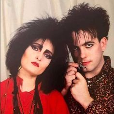 Siouxsie Sioux, Siouxsie & The Banshees, The Cure Singer, Musica Mantra, Robert Smith Musician, 80s Goth, Robert Smith The Cure, Goth Subculture, Human Oddities