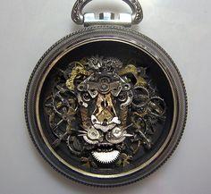 Esculturas hechas con piezas de relojes antiguos