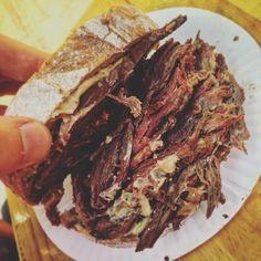 Konfitált/füstölt marhaszegy dijoni mustárral.. Aww.. #pistabá #pastrami Steak, Food, Essen, Steaks, Meals, Yemek, Eten