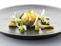 Recepten - Tartaar van rode poon met mimosa van ei, peterselieolie en witte asperges
