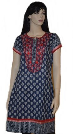 Lively blue colour with beautiful and delicate white flowers all over the body create an appealing print on this easy-to-toss-on, cotton Printed tunic.