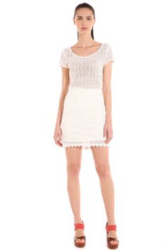 Look súper femenino: vestido de crochet floral $1499