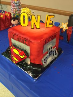 Superman cake view #2
