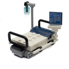Expand your LEGO city hospital with this Detailed hospital bed with monitor. Add this to your LEGO City hospital. Lego Duplo, Lego Technic, Lego Hospital, Hospital Bed, City Hospital, Lego Design, Lego City, Legos, Lego Bed