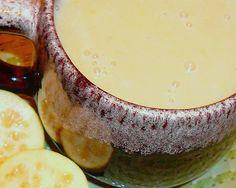 El atole puede hacerse con o sin frutas, con canela, clavo, cáscara de naranja o con lo que se tenga. Este de guayaba es un clásico!