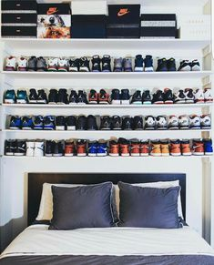 33 Exquisite Room Decor For Men Green - Room Dekor 2021 Shoe Room, Shoe Wall, Bedroom Setup, Bedroom Decor, Sneaker Storage, Mens Room Decor, Hypebeast Room, New Room, Organization Ideas