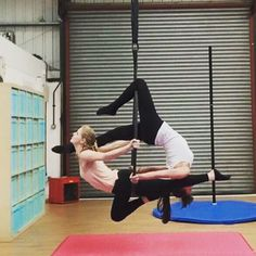 Birdy bottom bar and backwards single leg crucifix on top bar. Makes an interesting pretty mirrored move! #aerialistsofig #doubleshoop #doublesaerial #doubleslyra