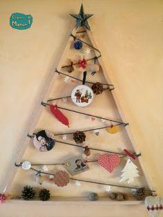 TUTO simple pour faire son sapin de Noël en bois par Espèce de Manue Cubes, Sapin Design, Noel Christmas, Decoration, Triangle, Creations, Diy, Simple, Crochet