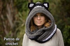 Crochet Hoods Crochet Scoodie with Ears - If you on the hunt for a Crochet Animal Scoodie Pattern you are in the right place. We have free patterns plus a video tutorial you'll love. Crochet Hooded Cowl, Hooded Scarf Pattern, Crochet Cowl Free Pattern, Crochet Hoodie, Crochet Shawl, Knitted Cowls, Chat Crochet, Crochet Fox, Crochet Animals