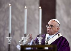 Pope Francis leads the Ash Wednesday mass , 2015 at Santa Sabina church in Rome.Pope Francis' Guide to Lent: What You Should Give Up This Year Nick Vujicic, Papa Francisco Frases, Pope Francis Quotes, Year Of Mercy, John Chrysostom, Lenten Season, Ash Wednesday, Holy Week, Giving Up