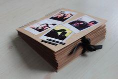 Cover van een persoonlijk gastenboek van kraftpapier voor je bruiloft/huwelijk