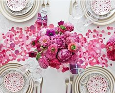pink paper confetti + blooms - This is a fabulous way to extend the colour scheme without the expense of more centerpieces. Table Rose, Pink Table, Table Flowers, Rosa Cocktails, Flowers For Valentines Day, Party Deco, Paper Confetti, Table Confetti, Table Settings