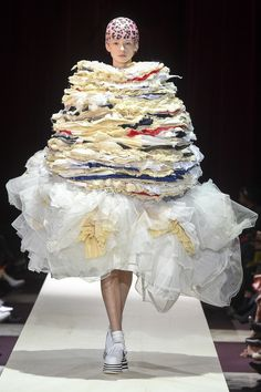 Comme des Garçons Fall 2018 Ready-to-Wear Fashion Show Collection - looks like a layered crepe cake - Crabapple Approved Source by CrabappleCouture fashion 2018 Fashion Trends 2018, Fashion 2018, Rei Kawakubo, Family Photo Outfits, Weird Fashion, Womens Fashion Sneakers, Comme Des Garcons, Fashion Show Collection, Mode Inspiration