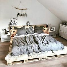Fine 70 DIY Rustic Decor Ideas The lovely rustic decor plan is the part of this bedroom. The speaking charm of the bedroom is just because of it's heart-wining furniture design. Pallet Furniture, Furniture Design, Bedroom Furniture, Rustic Furniture, Minamilist Bedroom, Night Bedroom, Wooden Bedroom, Cheap Furniture, Furniture Plans