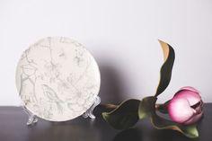 Plato de cerámica decorativo. Motivo vintage. Hecho a mano