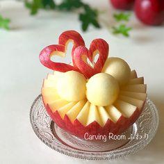 An apple for dessert? L'art Du Fruit, Fruit Art, Fruits Decoration, Fruit Buffet, Creative Food Art, Fruit And Vegetable Carving, Food Carving, Food Garnishes, Fruit Arrangements