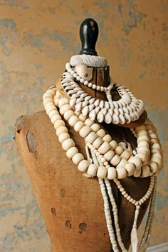 Images and videos of manequin Diy Collier, Tribal Jewelry, Bold Jewelry, Layered Jewelry, Shell Jewelry, Looks Vintage, Dress Form, Mannequins, A Boutique