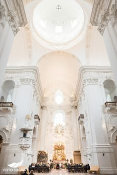 Hochzeit Kollegienkirche Salzburg Cream Cheeses, Cream Cheese Frosting, Kirchen, Wedding Inspiration, Chandelier, Ceiling Lights, Home Decor, Pictures, Engagement