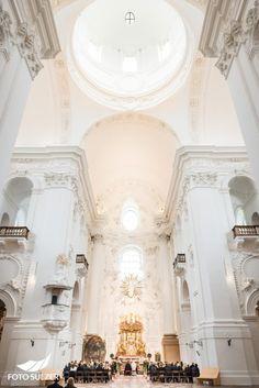 Hochzeit Kollegienkirche Salzburg Salzburg, Cream Cheeses, Cream Cheese Frosting, Kirchen, Wedding Inspiration, Chandelier, Ceiling Lights, Home Decor, Pictures