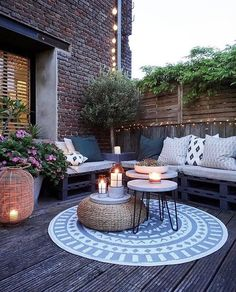 Outdoor decor + pallet seating #patio #outdoorliving