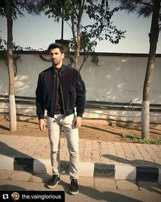 Aditya Roy Kapur in Chandigarh for OK Jaanu promotions. Jacket - @Canali1934 Knit - @ZegnaOfficial Styled by 👧 ~ @The.VainGlorious Assisted by @shradhapamnani @priyanka2.0 . #AdityaRoyKapur #OkJaanu #Canali #ErmenegildoZegna #Canali1934 #Zegna #Chandigarh #Menswear #MensFashion